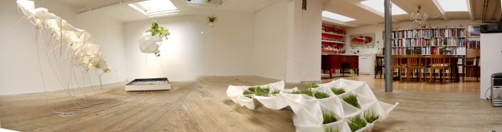 """Vue sur une partie du withe cube, la cuisine et la bibliothèque. """"Feedscape Interactive Installation"""" créé par l'architecte Anton Savov en 2010 à la Platform Sarai ©AWARE http://www.aware-studio.com/ ©Photo Anatoli Nat Skatchkov, 2010."""